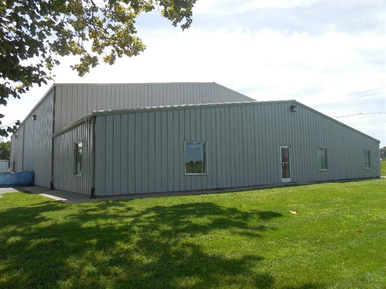 8,000%20sq.%20ft.%20of%20warehouse%20space%20with%202%20docks;%202000%20sq.ft.%20of%20office%20space%20with%201%20full%20bath%20&%201%20half%20bath;%202%20restrooms%20in%20warehouse%20space;%20lots%20of%20level%20land%20for%20expansion.
