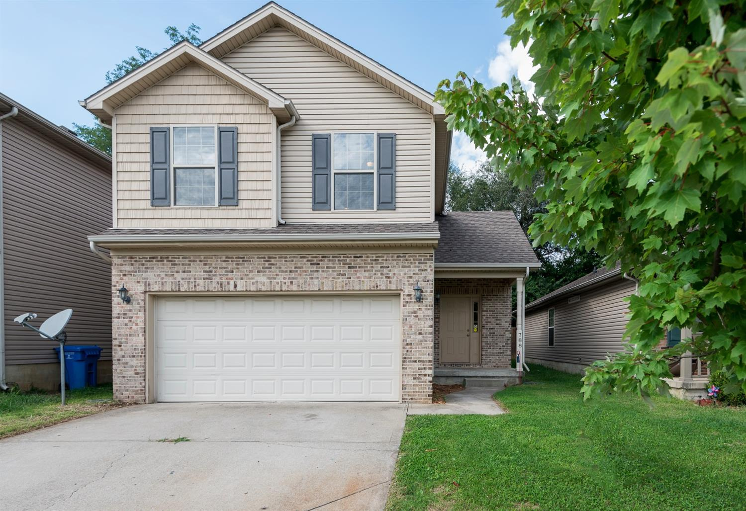 Nice,%20move-in%20ready%204%20bedroom%20home%20with%20a%20great%20open%20floor%20plan.%20Great%20Room%20features%20a%20fireplace%20and%20custom%20built-in.%20Kitchen%20has%20beautiful%20cabinetry,%20with%20plenty%20of%20storage,%20as%20well%20as%20lots%20of%20counter%20space%20and%20a%20pantry.%201st%20floor%20master%20suite%20has%20good-size%20bedroom%20and%20an%20ensuite%20bathroom%20with%20a%20double-sink%20vanity%20and%20a%20separate%20tub%20and%20shower.%20Whether%20you%20are%20looking%20for%20additional%20play%20or%20work%20space,%20you%20will%20enjoy%20the%20loft%20area.%20Upstairs%20you%20will%20also%20find%203%20additional%20bedrooms,%20all%20of%20which%20are%20generously-sized%20with%20lots%20of%20closet%20space.%20Home%20has%20a%20convenient,%20separate%20utility%20room,%20allowing%20for%20even%20more%20storage.%20Step%20into%20the%20backyard%20and%20relax%20or%20barbecue%20on%20the%20patio.%20You%20don't%20want%20to%20miss%20your%20chance%20to%20see%20this%20home!%20Call%20today%20for%20your%20private%20showing!