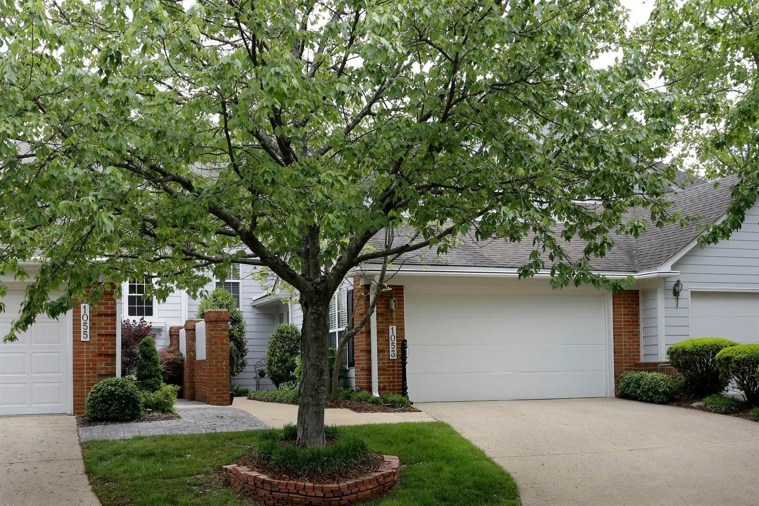 A%20wonderful%20location%20in%20Griffin%20Gate%20Community,%20Enjoy%20carefree%20living%20in%20a%20lovely,%20private%20setting.%20Tastefully%20updated%20townhome%20with%20a%20bright,%20open%20floor%20plan%20and%20a%20fresh%20neutral%20decor.%20Versatile%20Ashland%20model%20features%20two%20story%20great%20room%20and%20kitchen/gathering%20room%20with%20a%20two%20sided%20fireplace.%20Split%20bedroom%20design%20includes%20owners%20suite%20with%20vaulted%20ceiling,%20two%20large%20closets%20and%20a%20updated%20bath%20with%20a%20well%20designed%20walk%20in%20shower.%20Guest%20bedroom%20has%20vaulted%20ceiling,%20lots%20of%20natural%20light%20with%20adjoining%20bath.%20Wonderful%20outdoor%20space%20with%20front%20courtyard%20and%20paver%20brick%20back%20patio%20overlooking%20green%20space%20and%20perennial%20garden.