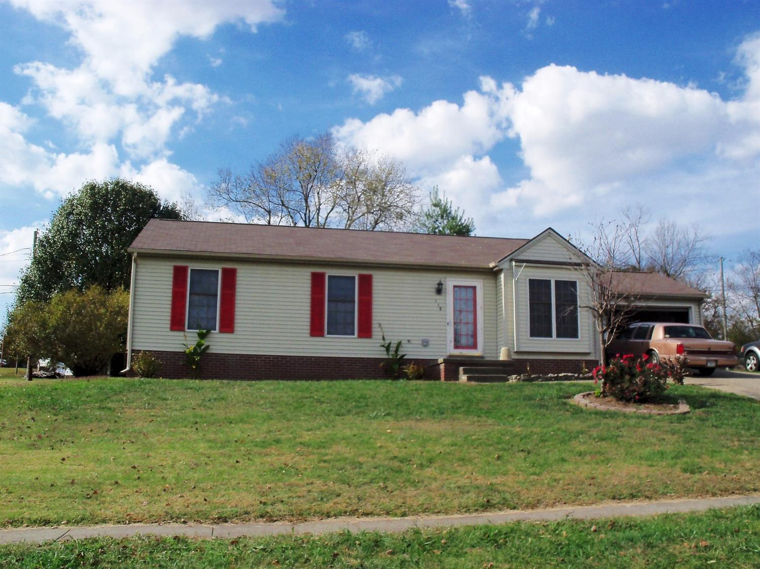 Home For Sale at 216 E Lexington Ave, Danville, KY 40422