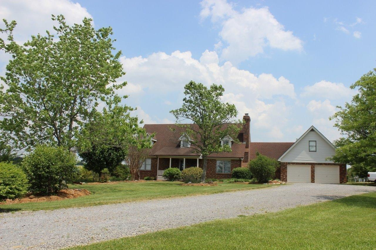 Picturesque%205%20acres%20w/custom%20home%20in%20West%20Boyle%20Co.%20just%205%20minutes%20from%20town!%20Features%204%20spacious%20bedrooms,%202.5%20baths,%20open%20floor-plan,%20vaulted%20living%20room%20w/gas%20log%20fireplace,%20fully%20applianced%20kitchen%20with%20new%20Granite%20counters%20&%20island/bar,%20custom%20ash/oak%20ceiling%20&%20oak%20cabinetry,%20huge%20laundry/mud-room%20w/sink,%20walk-in%20pantry,%20beautiful%20hardwood%20floors%20throughout,%20carpet-3BR's,%20walk-in%20closets,%20KU%20electric.%20Andersen%20windows%20showcase%20the%20panoramic%20views%20&%20lots%20of%20natural%20light.%20Full%20finished%20basement%20features%204%20open%20areas%20great%20for%20entertainment,%20ping%20pong%20table%20&%20surround%20sound%20system%20included%20&%20additional%20storage%20cellar.%202%20Car%20Garage%20has%20insulated%20doors,%20stair%20access%20to%20an%20above%20garage%20large%20storage%20room%20&%20walk-in%20attic%20storage.%20Recent%20interior%20updates!%20Property%20is%20landscaped%20beautifully%20w/large%20garden%20spot,%20mature%20trees,%201%20storage%20building%20&%201%20chicken-coup/storage%20building%20w/fencing.%205%20acres%20is%20nicely%20manicured%20&%20home%20is%20very%20clean%20&%20well%20maintained.%20Desirable%20location!