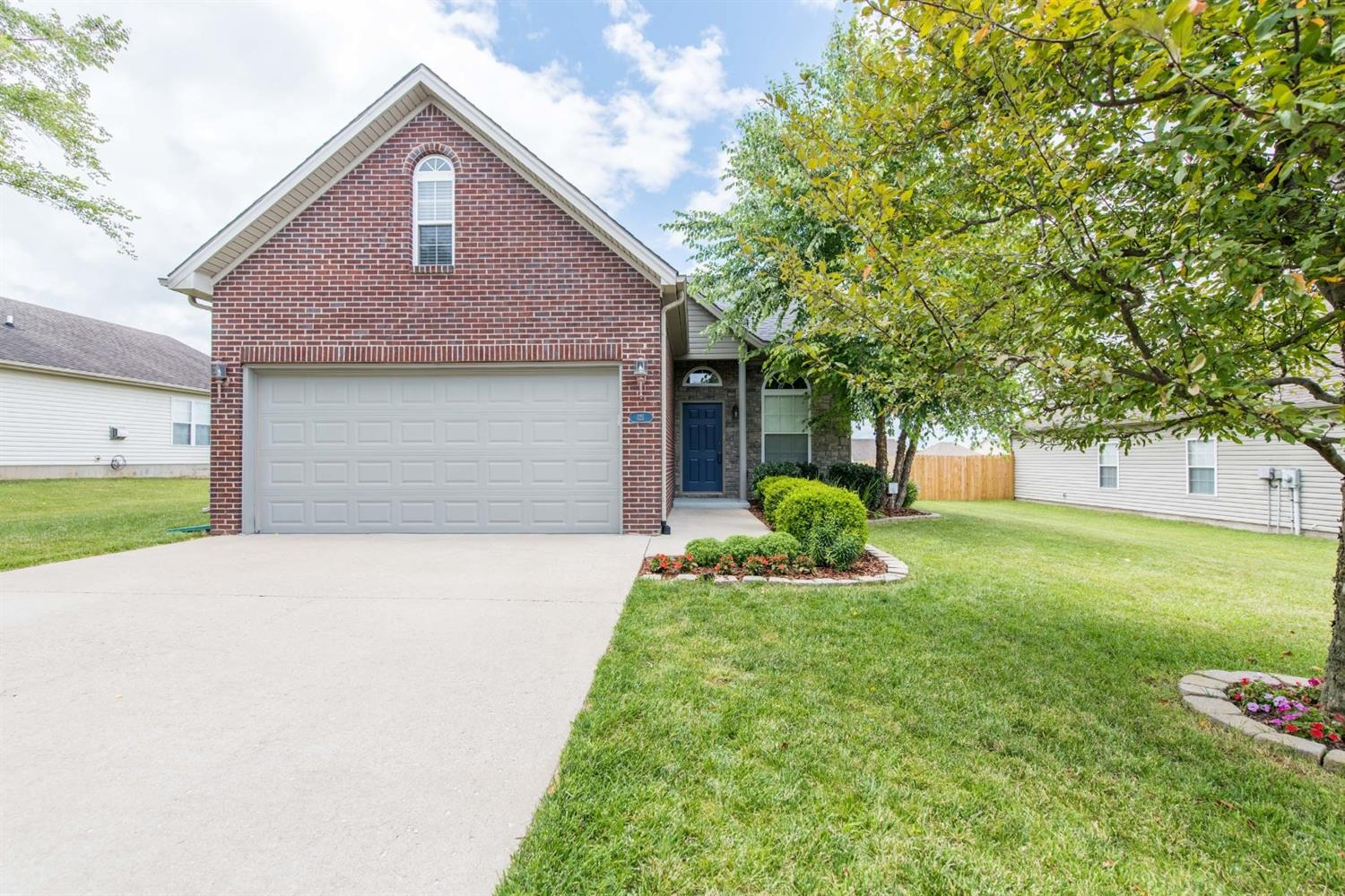 121 White Oak Trace, Lexington, KY 40511