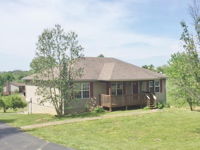 North%20Garrard,%203%20BR,%203%20Bath%20w/partial%20finished%20basement.%20Lots%20of%20space%20for%20the%20money.%20Remodeled,%20new%20carpet,%20new%20stainless%20appliances,%20deck,%202%20car%20garage%20in%20basement.%20Central%20heat%20&%20air.%20Less%20than%201%20mile%20from%20Herrington%20Lake.