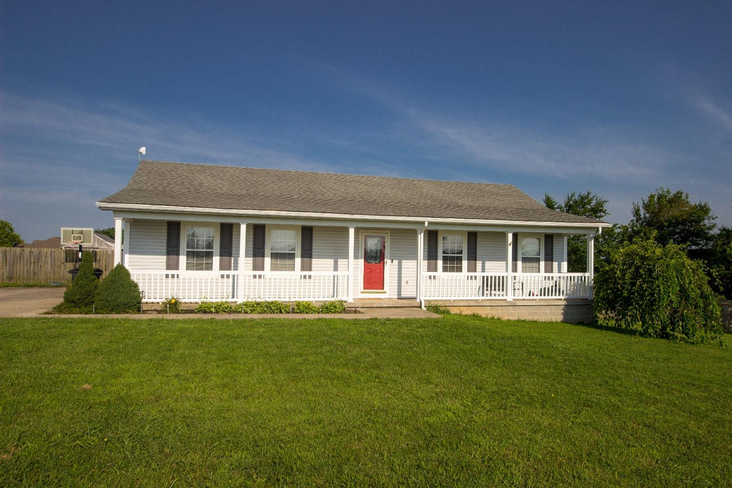 Check%20out%20this%20beautiful%203%20bed,%202%20bath%20ranch%20in%20northern%20Garrard%20County%20while%20it%20is%20still%20available.%20If%20history%20repeats%20itself%20with%20previous%20inventory%20in%20the%20community,%20it%20will%20not%20be%20on%20the%20market%20long!%20Conveniently%20located%20between%20Danville%20and%20Nicholasville,%20this%20home%20is%20also%20just%205%20minutes%20from%20Herrington%20Lake!%20Plenty%20of%20room%20for%20the%20boat,%20and%20the%20backyard%20in%20completely%20fenced%20in.
