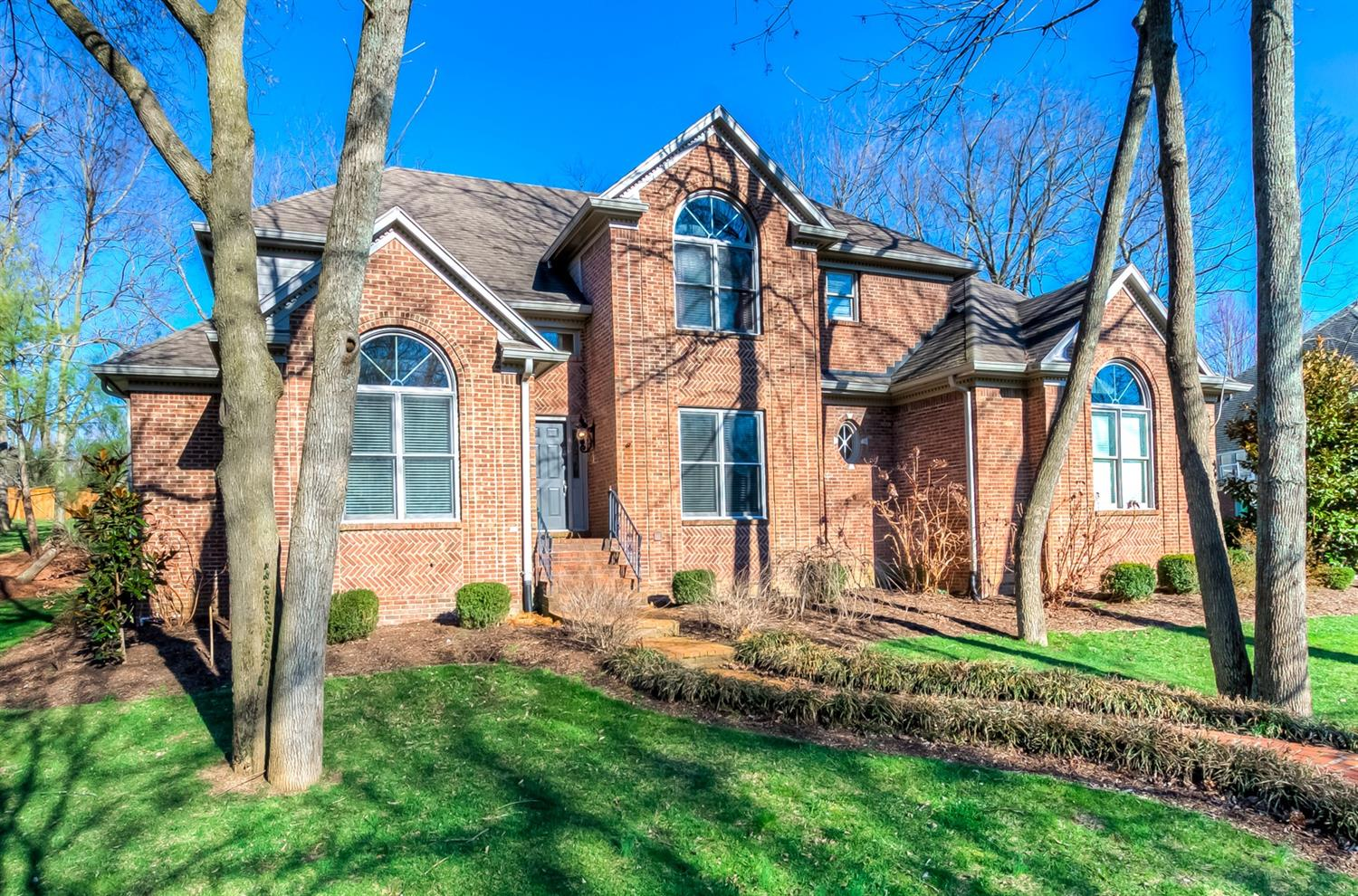 Great%20potential%20at%20a%20bargain%20price!%20in%20Highly%20desired%20Hartland%20Executive.%20Open%20floor%20plan,%20great%20for%20entertaining.%20%20%20First%20Floor%20Master,%20Fireplace%20in%20Kitchen.%20Upstairs%20features%203%20large%20bedrooms,%202%20with%20a%20Jack%20n%20Jill%20bath,%20the%20other%20with%20it's%20own%20ensuite%20bath.%20Finished%20basement%20features%20custom%20square%20bar,%20fireplace,%20built%20in,%20rec%20room,%20full%20bath,%20and%205th%20bedroom%20with%20window.%20Over%205,200%20sq%20ft%20of%20spacious%20living%20areas.%20ALL%20OFFERS%20CONSIDERED