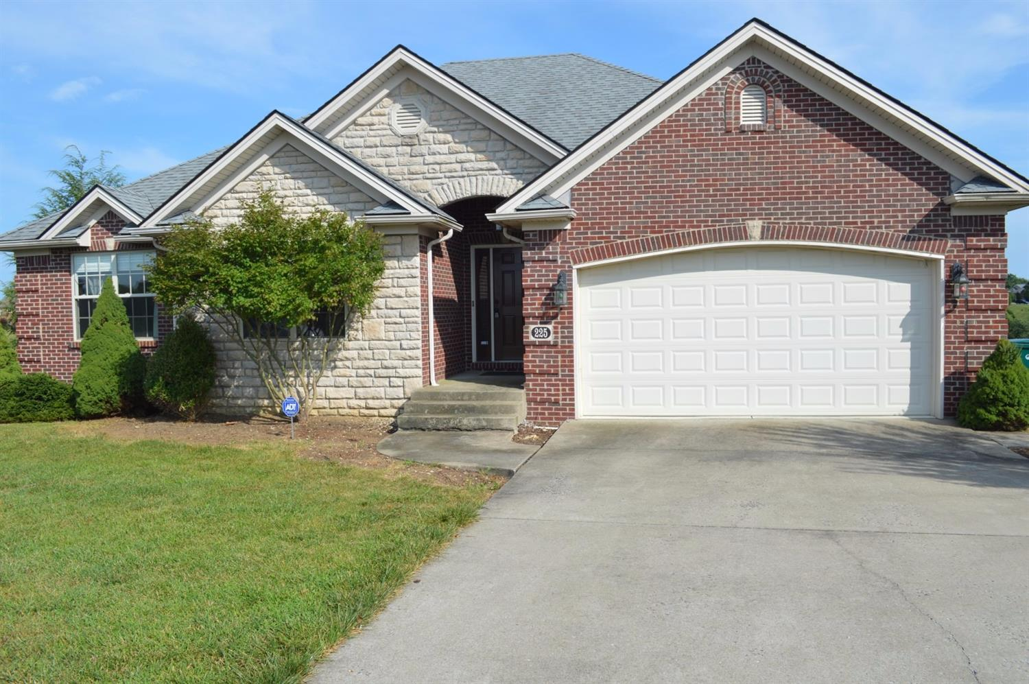 A%20great%20stone%20and%20brick%20ranch%20home%20with%20finished%20basement%20in%20North%20Madison%20County!%20This%20house%20features%20hardwood%20formal%20entry,%20formal%20dining%20room%20with%20double%20tray%20ceilings%20and%20crown%20molding%20and%20huge%20open%20kitchen%20with%20island,%20new%20range%20&%20%20open%20to%20living%20room,%20which%20has%20hardwood%20floors,%20vaulted%20ceilings%20and%20gas%20log%20fireplace%20framed%20by%20a%20wall%20of%20stone.%20Master%20bedroom%20is%20large%20with%20separate%20shower%20and%20jetted%20tub,%20dual%20vanities%20and%20walk%20in%20closet.%20Fully%20finished%20basement%20has%20a%20full%20bathroom,%20a%20large%20bedroom%20and%20another%20room%20with%20window%20and%20closet%20which%20can%20be%20used%20as%20a%205th%20bedroom.%20Family%20room%20in%20basement%20has%20another%20gas%20fireplace%20and%20mantle.%20Utility%20garage%20with%20double%20doors%20offers%20extra%20storage%20for%20your%20lawn%20equipment.%20Less%20than%201%20mile%20from%20Madison%20county's%20most%20North%20exit%20off%20I-75.%20%20Just%2010-15%20minutes%20to%20Hamburg.%20Owners%20will%20provide%20a%201%20year%20home%20warranty%20to%20buyer%20at%20closing.%20Owners%20will%20give%20buyers%20a%20$3000%20carpet%20allowance%20at%20closing.