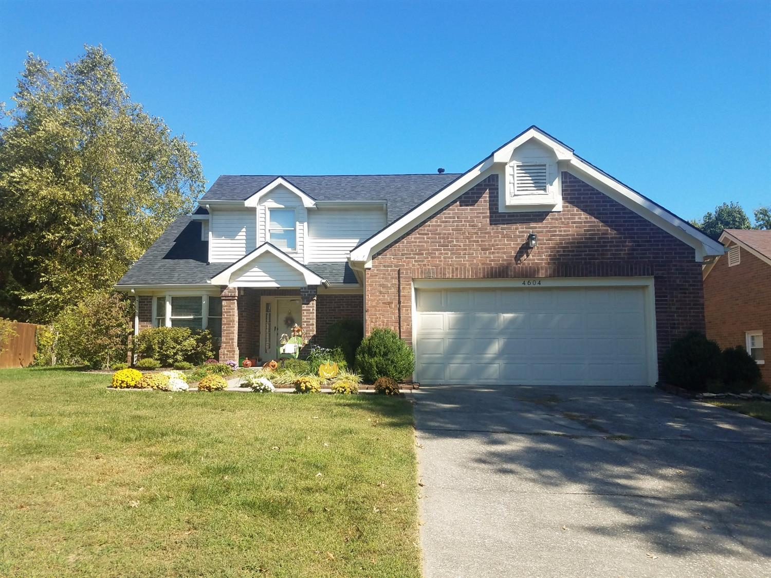 Location,%20Features,%20Great%20price!%20This%20home%20has%20it%20all!%20Perfectly%20situated%20in%20popular%20Ashmoor%20near%20Veteran's%20Park.%20Established%20neighborhood%20with%20large%20mature%20trees%20that%20line%20the%20streets%20and%20provide%20shade.%20This%201.5%20story%20home%20has%20charm%20and%20character.%20Fantastic%20curb%20appeal,%20beautiful%20landscaping%20and%20a%20nice%20patio.%201st%20Floor%20master%20with%20garden%20tub%20and%20walk-in%20closet.%20Separate%20utility%20room%20on%201st%20as%20well.%20Living%20room%20with%20woodburning%20fireplace,%20formal%20dining%20area%20and%20a%20quaint%20kitchen.%20Upstairs%20you%20will%20find%202%20more%20bedrooms%20and%20a%20full%20bath.%20New%20roof%202016.%20This%20lovely%20home%20truly%20has%20it%20all.%20Seller%20also%20offering%20a%20one-year%20home%20warranty%20with%20acceptable%20offer.%20Don't%20miss%20this%20one!%20Agents%20please%20see%20agent%20remarks.