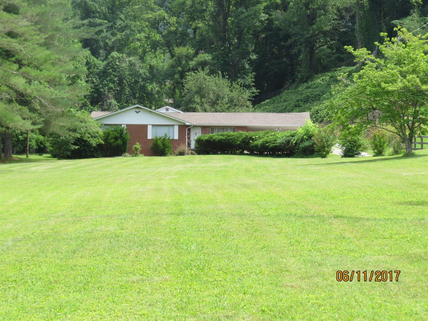 5513 SOUTH US HIGHWAY 421, HARLAN, KY 40831  Photo 2