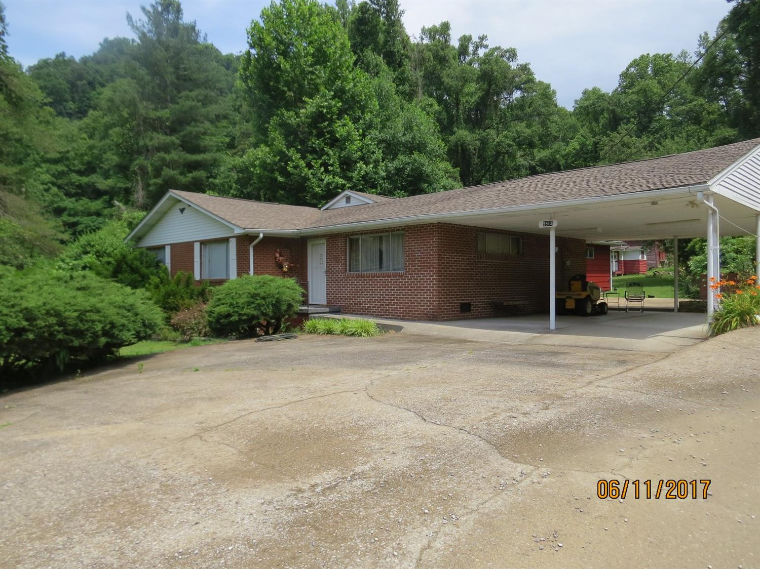 5513 SOUTH US HIGHWAY 421, HARLAN, KY 40831  Photo 3