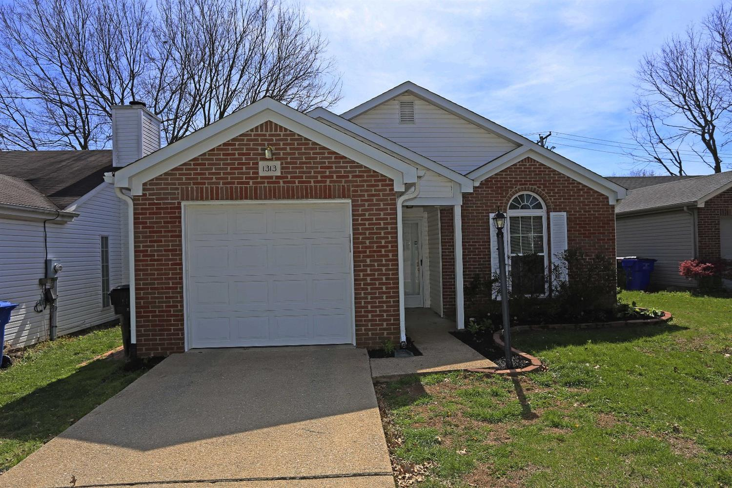 Home For Sale at 1385 The Kings Ct, Lexington, KY 40515
