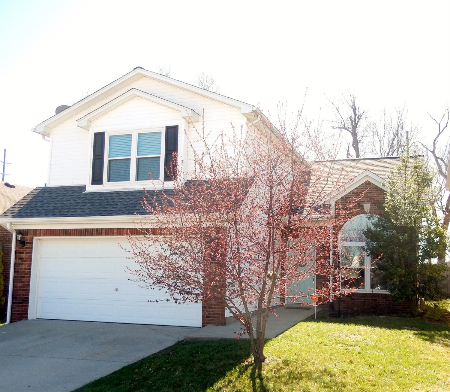 Home For Sale at 732 Graftons Mill Ln, Lexington, KY 40509