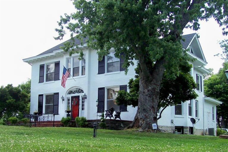 418 Boone Winchester, KY 40391