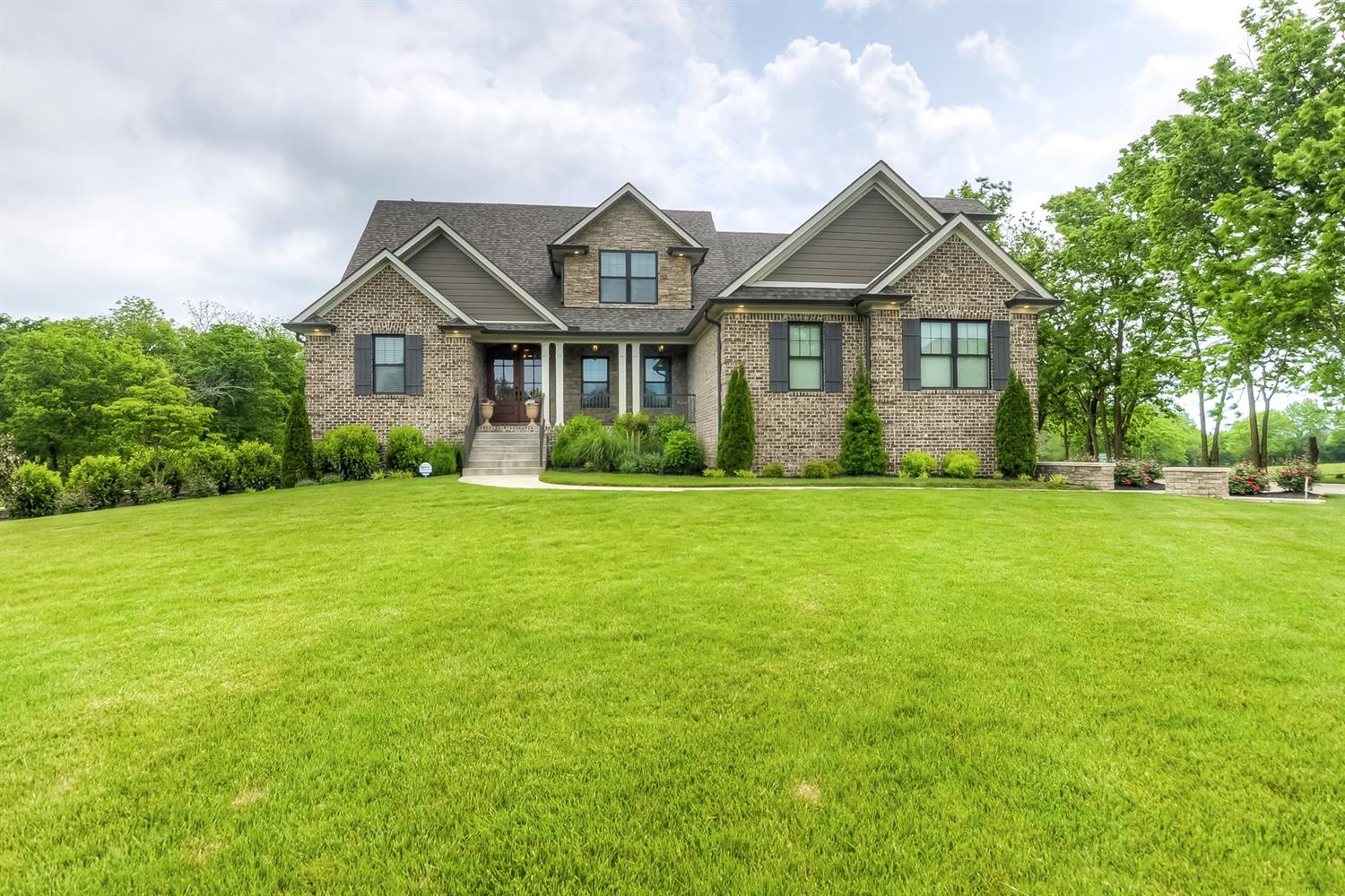 Home For Sale at 101 Deerfield Cir, Nicholasville, KY 40356