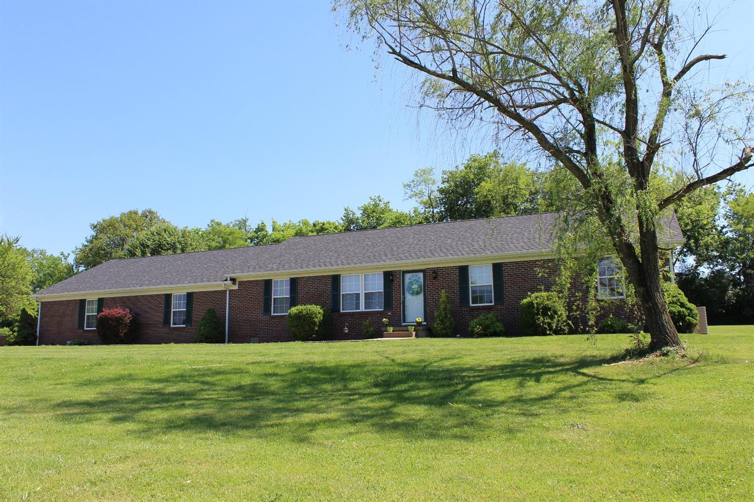 Beautiful%20all%20brick%20ranch%20in%20Harrodsburg,%20located%20on%20a%20private%20road%20directly%20off%20Us%20127,%20only%20minutes%20from%20all%20schools%20and%20Anderson%20Dean%20Park.%20This%20home%20features%205%20bedroom's!%202%20bathrooms%20with%20formal%20living%20room%20and%20a%20huge%20family%20room!%20The%20eat%20in%20Kitchen%20features%20beautiful%20granite%20counters%20and%20stainless%20steel%20appliances.%20Oversized%202%20car%20garage,%20nice%20paved%20driveway%20with%20official%20regulation%20NBA%20basketball%20goal.%20New%20flooring%20through%20most%20of%20the%20home.%20Very%20secluded%20and%20private%20wooded%20lot%20at%20the%20end%20of%20a%20dead%20end%20street.%20Don't%20miss%20your%20opportunity%20to%20see%20this%20beautiful%20home,%20Call%20today%20to%20set%20up%20your%20private%20showing.