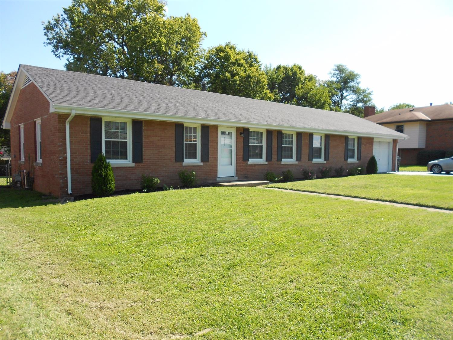 Beautifully%20renovated%20brick%20ranch%20home%20in%20one%20of%20Lexington's%20most%20convenient%20neighborhoods.%20Updates%20include%20kitchen%20cabinets,%20granite%20counter%20tops,%20appliances,tile%20back%20splash,%20refinished%20hardwood%20floors%20through%20out,%20a%20new%20full%20bathroom,%20new%20fixtures%20in%20all%20bathrooms,%20new%20interior%20doors,%20insulated%20double%20pane%20vinyl%20replacement%20windows,%20and%20so%20much%20more.%20Even%20comes%20with%20a%20one%20year%20home%20warranty%20from%20HMS%20Home%20Warranty%20Co.%20This%20is%20truly%20a%20MUST%20SEE!