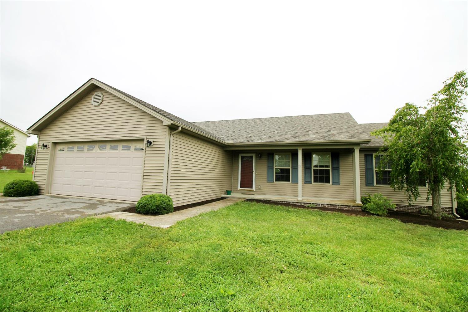 Home For Sale at 361 Kings Trace Dr, Berea, KY 40403