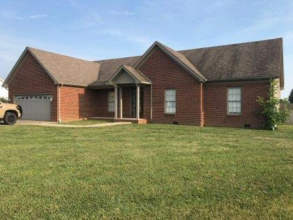 Nice%20brick%20home%20with%20raised%20oak%20kitchen%20cabinets,%20Amish%20built.%20Master%20suite%20has%20trey%20ceiling,%20Jacuzzi%20tub%20and%20large%20walk-in%20closet.%20Enclosed%20screened%20in%20porch.%20Security%20system%20with%20cameras.