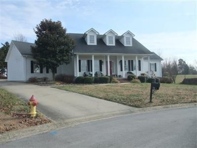 This%20is%20a%20one%20story%20Southern%20Style%20ranch%20over%20an%20unfinished%20basement,%20with%20a%20covered%20front%20porch%20and%20a%20covered%20living%20area%20in%20the%20back%20of%20the%20ranch.%20The%20great%20room%20you%20enter%20into%20has%20a%2014%20foot%20ceiling%20and%20is%20open%20to%20the%20formal%20dinning%20area,%20kitchen,%20and%20breakfast%20room.%20The%20kitchen%20has%20recently%20been%20redone%20to%20open%20this%20up%20and%20to%20add%20a%20lot%20of%20space.%20The%20master%20suite%20and%20the%20other%20two%20bedrooms%20are%20on%20separate%20ends%20of%20the%20home.%20The%20master%20even%20has%20a%20walk%20in%20shoe%20closet.%20The%20seller%20is%20also%20%20offering%20a%20one%20year%20home%20warranty!