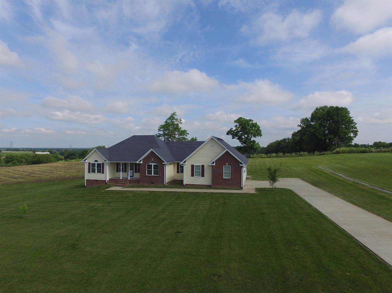 Home For Sale at 660 Cleo Dr, Lancaster, KY 40444