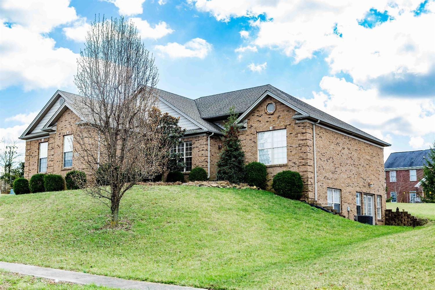 304%20Twin%20Pines%20Ln,%20Frankfort,%20KY%2040601