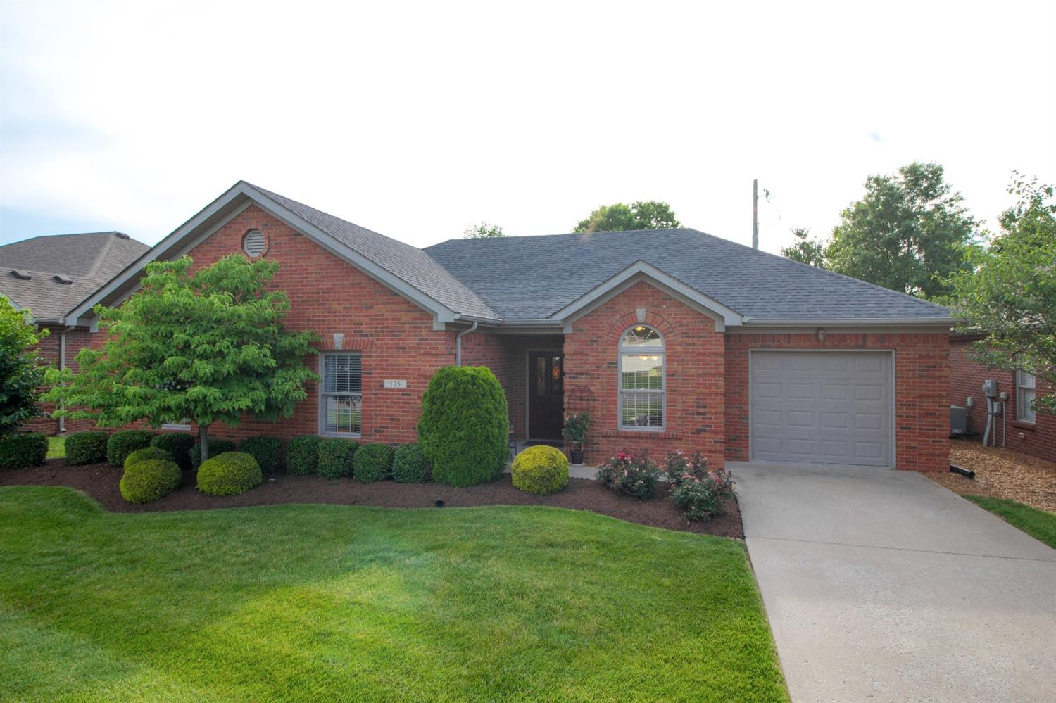 Wonderful%20senior%20living%20patio%20home%20in%20restricted%20area.%20%20Two%20bedroom%20and%20two%20bath%20with%20a%20great%20sunroom!