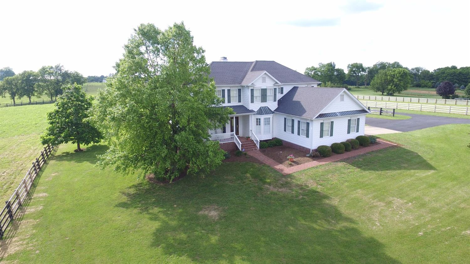 Home For Sale at 105 Creekside Dr, Georgetown, KY 40324