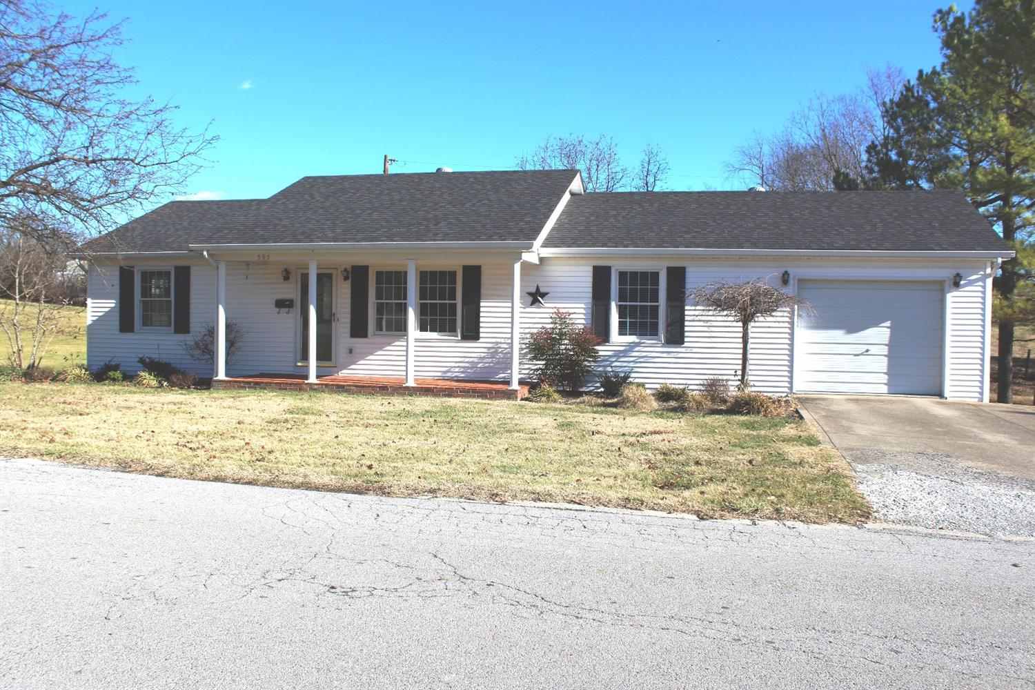Home For Sale at 573 Lynn Dr, Harrodsburg, KY 40330