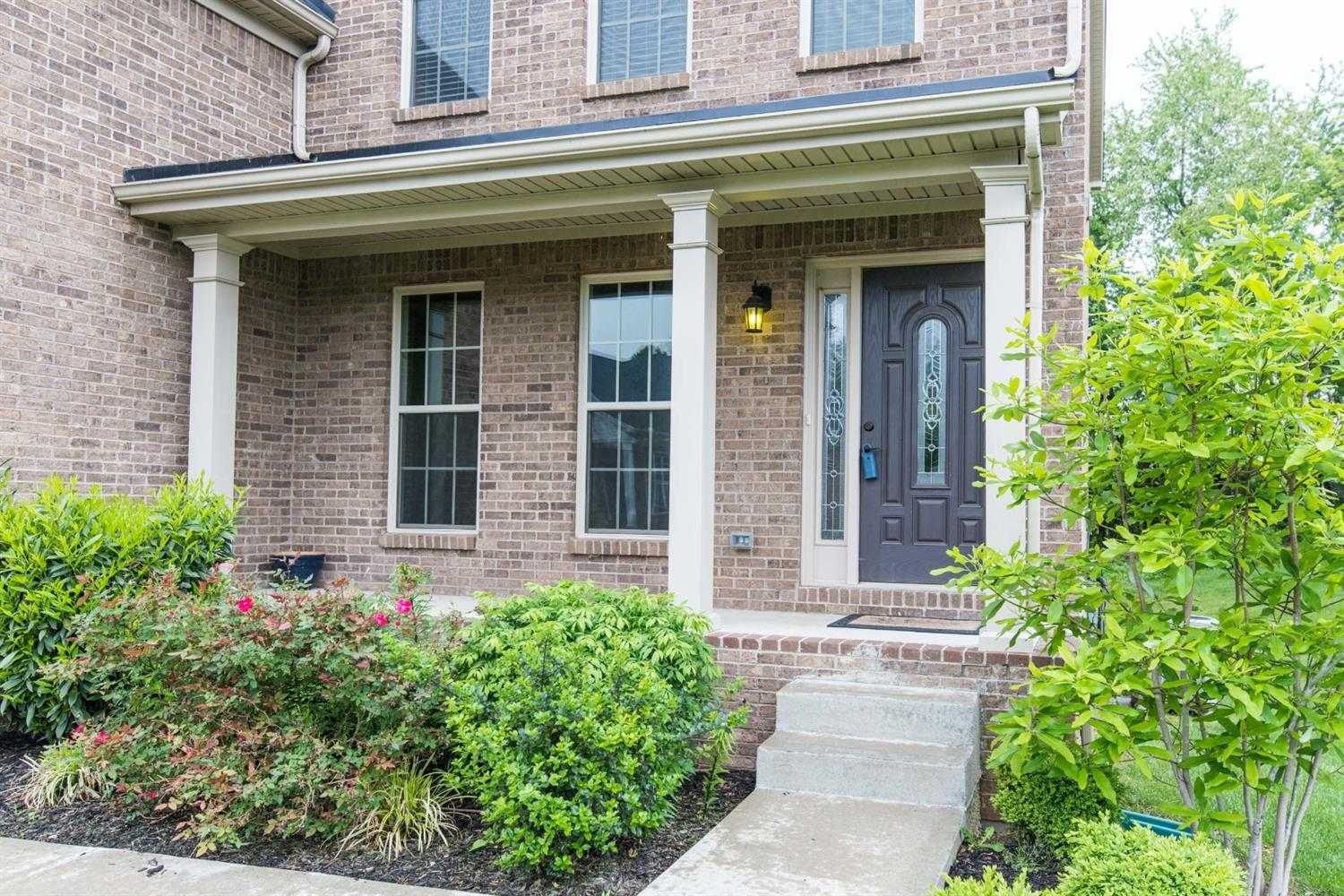 Home For Sale at 832 Lochmere Pl, Lexington, KY 40509