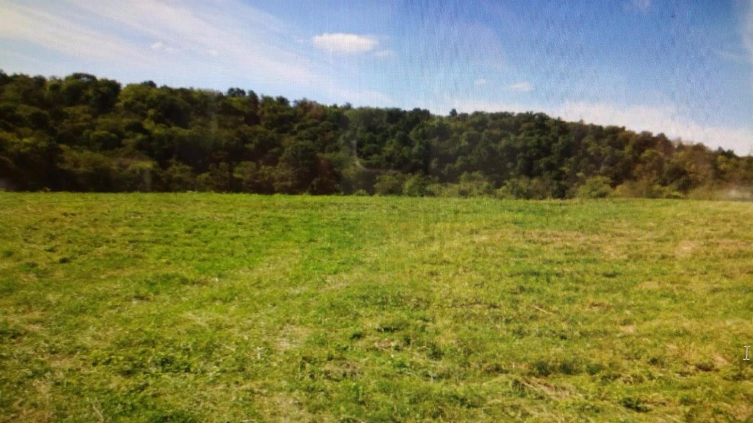 Rare%20find!%20Hunters%20paradise.%20170.21%20acres%20of%20mostly%20gently%20level%20farm%20land.%20This%20acreage%20has%20several%20great%20places%20to%20build%20your%20dream%20home.%20This%20is%20a%20beautiful%20farm%20with%20road%20frontage%20on%20Reagans%20Lane.%20There%20is%20also%201%20mobile%20home%20(in%20need%20of%20repairs),1%20barn%20&%20pond,creek%20runs%20through%20property.%20Fully%20irrigated%20by%20private%20water%20system.%20%20Farm%20is%20in%202%20different%20tracts.%20%20Country%20living%20convenient%20to%20I-75%20&%20shopping.