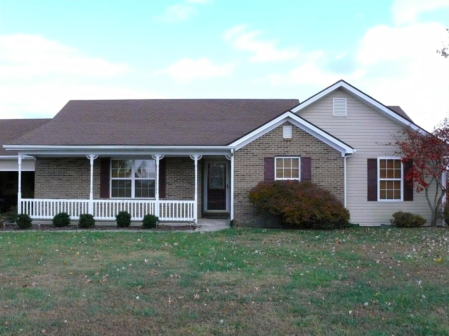 Home For Sale at 1033 Caroline Dr, Richmond, KY 40475
