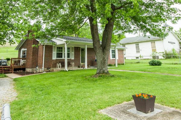 Nice%20rural%20brick%20home%20on%20an%20acre.%20New%20counter%20tops,%20vinyl%20floor%20in%20kitchen%20and%20baths,%20free%20standing%20gas%20fireplace%20and%20gas%20free%20standing%20heater%20stays,%20new%20exterior%20guttering.%20Stainless%20kitchen%20range%20and%20refrigerator%20to%20be%20changed%20out%20to%20white%20appliances.%20All%20low%20E%20replacement%20windows.%2024%20x%2032%20block%20workshop%20with%20220%20and%20separate%20200%20amp%20service,%20air%20conditioner%20and%20gas%20plumbed.%2012%20x%2024%20storage%20building.%20Large%20storage%20buildings%20(2)%20located%20on%20rear%20left%20of%20lot%20do%20not%20convey.