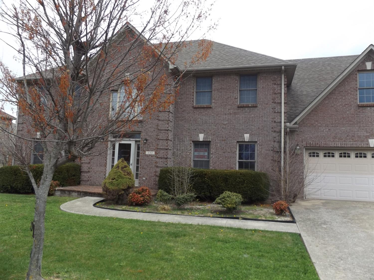 Home For Sale at 233 Park Lakes Dr, Richmond, KY 40475
