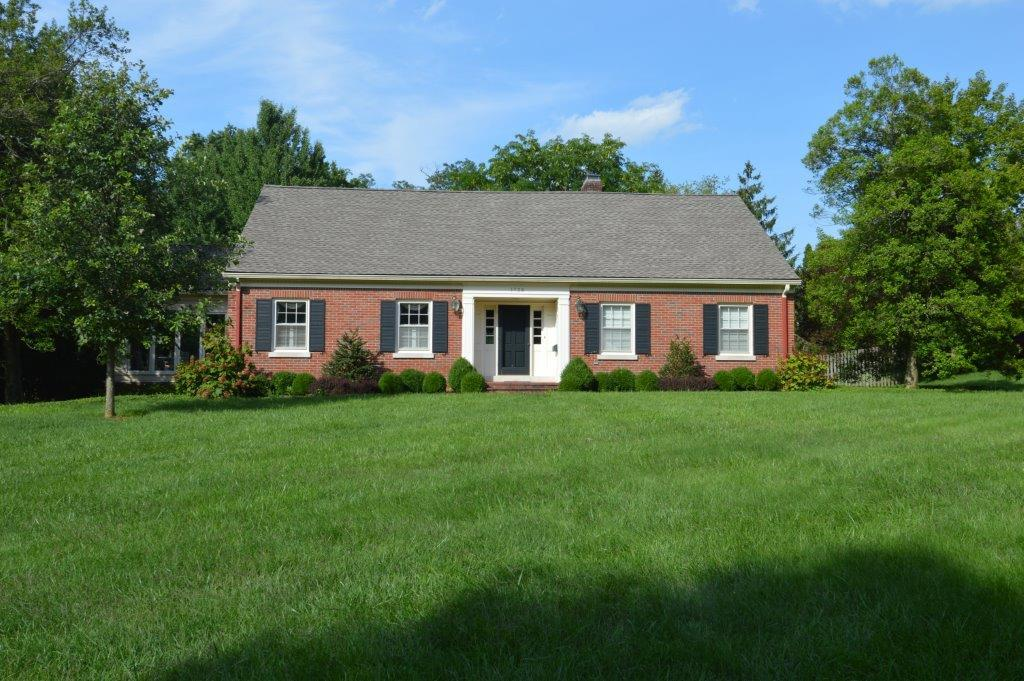 Home For Sale at 1243 Lakewood Dr, Lexington, KY 40502