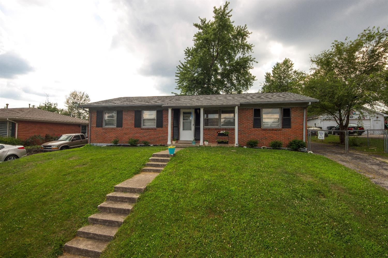 Home For Sale at 1457 Thames Dr, Lexington, KY 40517
