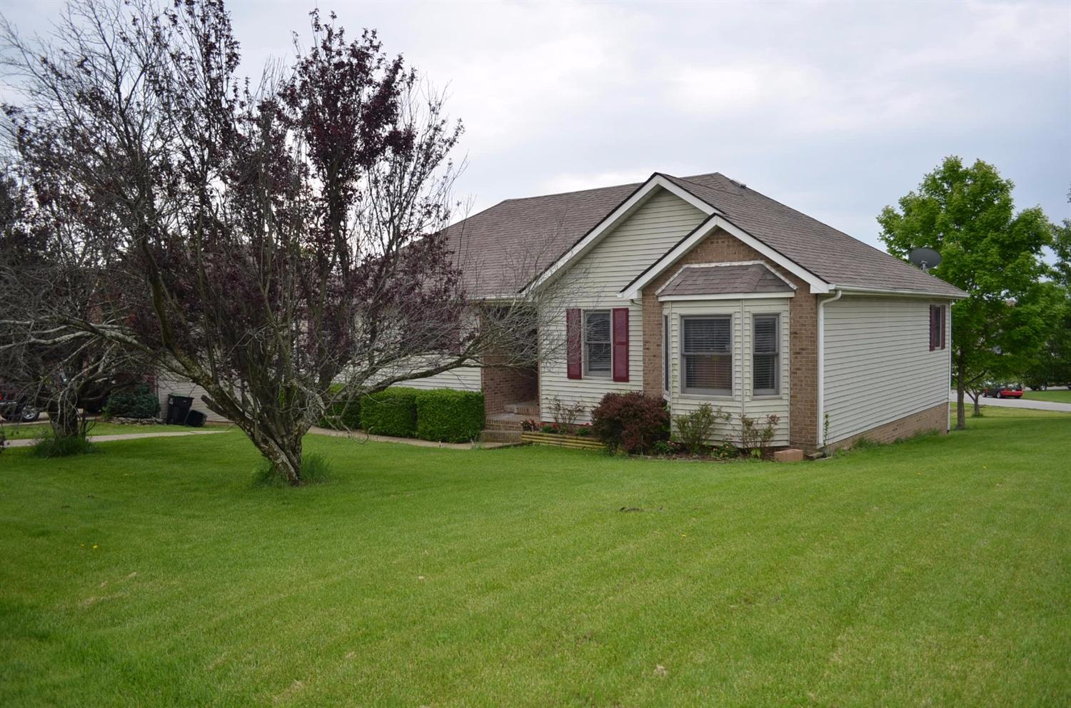 Short%20Sale,%20Offer%20being%20reviewed%20by%20bank.Comfortable%203%20bedroom%20/%202%20bath%20ranch%20with%20full%20basement%20(partially%20finished)%20on%20a%20large%20corner%20lot.%20%20Open%20living%20spaces%20with%20lots%20of%20light%20make%20for%20great%20entertaining,%20or%20large%20family%20gathering.%20The%20large%20lot%20provide%20lots%20of%20room%20for%20the%20kids,%20and%20grown%20ups,%20to%20play.%20Interior%20in%20good%20shape.%20%20Front%20steps%20have%20settled%20and%20grinder%20pump%20needs%20repair%20or%20replaced%20(estimated%20cost%20=%20$3,000-$5,000).%20%20Boating%20and%20fishing%20are%20just%20a%20short%20walk%20from%20home.%20Escape%20the%20city%20and%20enjoy%20a%20little%20vacation%20everyday.
