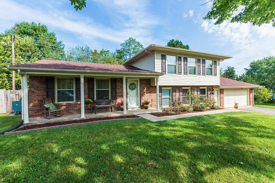 Check%20out%20this%20East%20Lake%20subdivision%20charmer!%20The%20split%20level%20floor%20plan%20boasts%201933%20sq%20feet%20(per%20PVA,%20buyer%20to%20verify)%20of%20finished%20living%20space.%20This%20beautiful%20home%20sits%20on%20a%20wonderful%20lot%20that%20is%20over%201/4%20acre%20(per%20PVA,%20buyer%20to%20verify).%20This%20home%20has%20been%20well%20taken%20care%20of.%20Recent%20updates%20have%20been%20new%20vinyl%20plank%20floors%20throughout,%20updated%20bath%20in%20basement,%20new%20roof%20in%202013,%20new%20siding%20and%20vinyl%20soffits%20in%202013,%20all%20window%20replaced%20in%202010.%20This%20home%20is%20move%20in%20ready.%20Schedule%20your%20showing%20today!