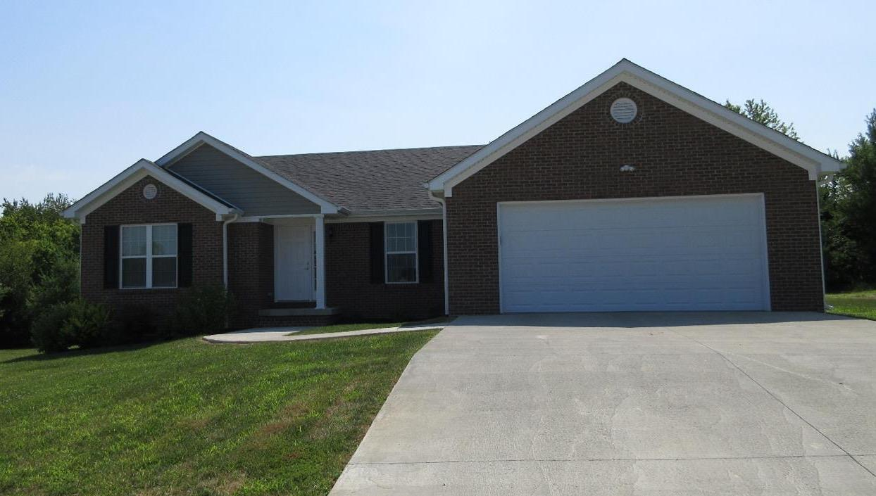 Home For Sale at 114 Max Cavnes Rd, Danville, KY 40422