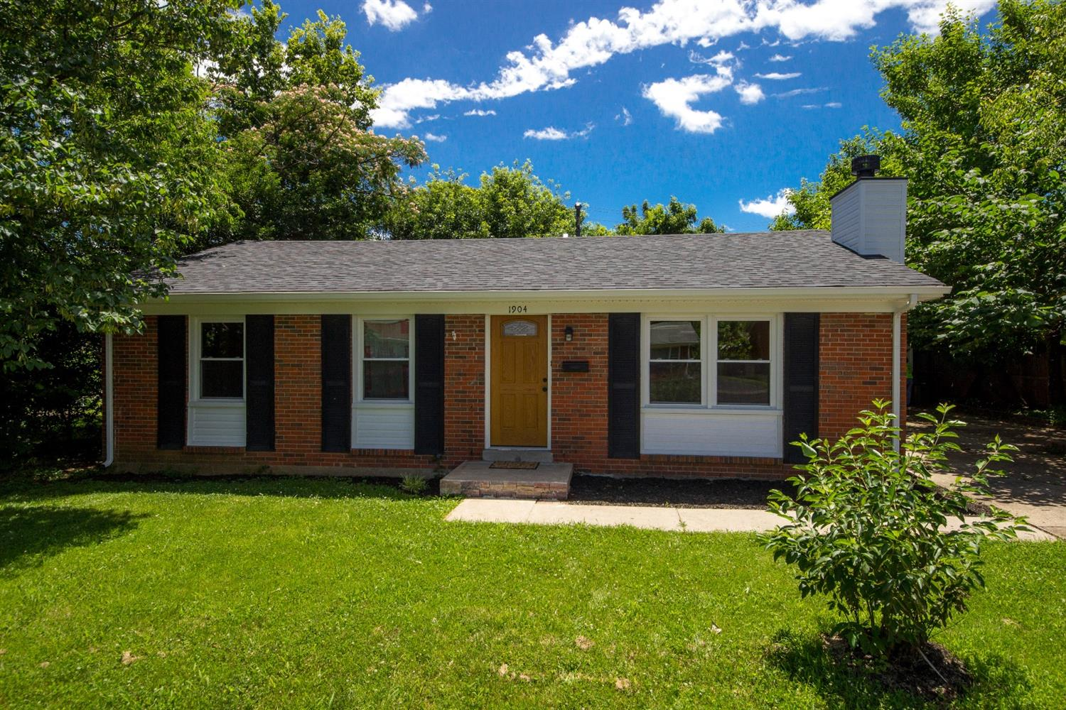 Reduced%20and%20back%20on%20market,%20Buyer%20financing%20fell%20thru.%20%20%20Check%20out%20this%20recently%20updated%20brick%20ranch%20home.%20%20Located%20in%20the%20Dixie%20Plantation%20subdivision,%20this%20home%20was%20recently%20remodeled%20and%20updated%20to%20give%20it%20a%20very%20fresh%20feel;%20new%20paint,%20fresh%20floors,%20new%20carpet,%20updated%20stone%20fireplace,%20new%20outlets,%20appliances,%20ceiling%20fans,%20etc.%20%20In%20addition,%20this%203%20bedroom,%201%20bath%20home%20features%20a%20spacious%20kitchen%20and%20even%20a%20bonus%20den%20with%20sliding%20doors%20to%20the%20backyard.%20There%20is%20also%20a%20detached%202%20car%20garage%20that%20sits%20in%20the%20fenced%20backyard.%20%20Don't%20miss%20out%20on%20this%20home,%20check%20it%20out%20today!