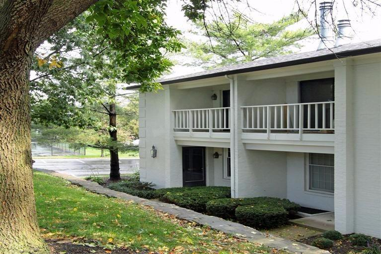 Move%20in%20ready%20condo%20at%20The%20Oaks!%20Well%20maintained%203%20level%20Transy%20unit%20condo.%202%20car%20covered%20carport.%20%20Private%20enclosed%20back%20brick%20patio.%20%20Easy%20end%20unit.%20Private%20gated%20community%20with%20pool,tennis%20courts,%20clubhouse%20and%20management%20firm.%20%20Updated%20kitchen,%20granite%20countertops,%20tile%20floors,%20built%20in%20shelves,%20custom%20walk%20in%20master%20closet%20and%20sliding%20barn%20door%20in%20upstairs%20w/d%20room%20hallway.%20%20New%20windows,%20carpet,%20heat%20pump,%20roof%20and%20hot%20water%20heater.%201%20year%20home%20warranty%20included.