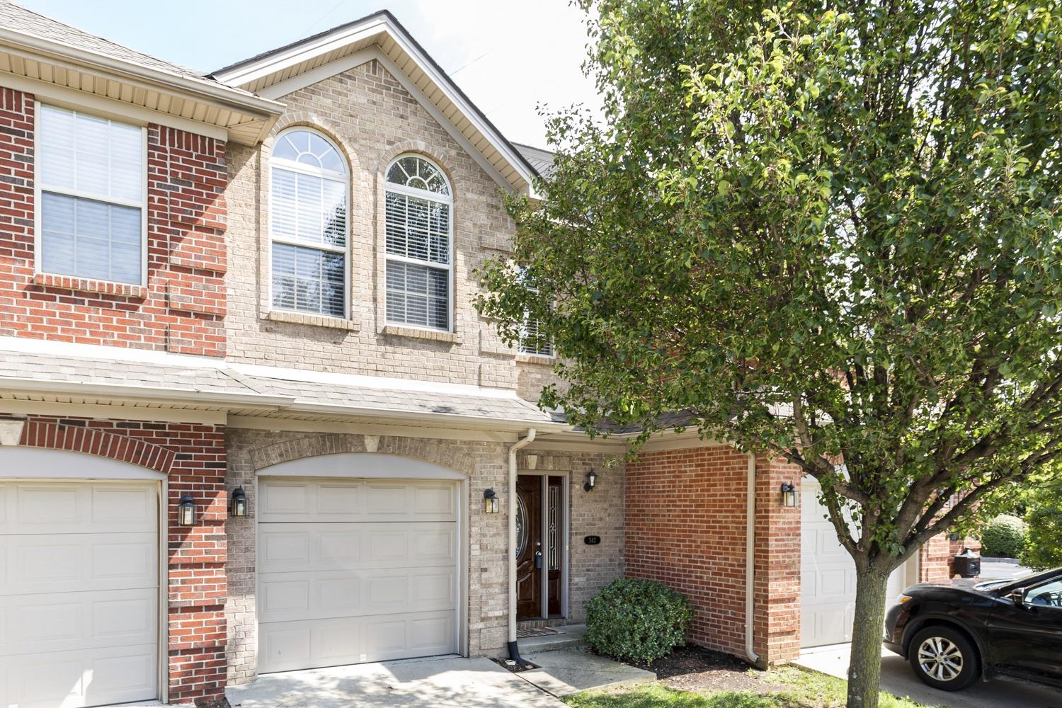 Open%20house%20this%20Sunday%20from%202%20to%204...Great%20location%20close%20to%20UK.%20This%20townhome%20has%20a%20nice%20set%20up%20for%20a%20roommate%20situation%20if%20desired.%20The%20Master%20Bedroom%20suite%20has%20a%20huge-walk%20in%20closet%20and%20there%20is%20a%20garden%20tub/shower%20combination%20in%20the%20bathroom.%20Gas%20Fireplace%20in%20great%20room.%20A%20full%20compliment%20of%20appliances%20stay%20with%20property%20including%20a%20washer%20and%20dryer.%20One%20car%20garage%20with%20off%20street%20parking%20and%20guest%20parking%20lot%20close%20by.%20Covered%20back%20deck.