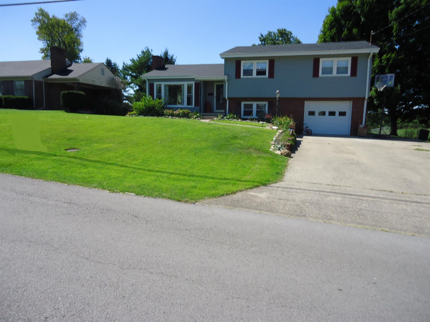 Home For Sale at 225 Richmond St, Lancaster, KY 40444