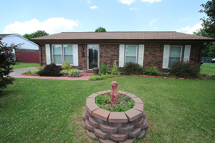 Super%20cute%20home%20featuring%20stainless%20appliances,%20updated%20bathroom,%20large%20fenced%20yard%20and%20much%20more!%20Don't%20miss%20out!!%20Agent%20related%20to%20sellers.