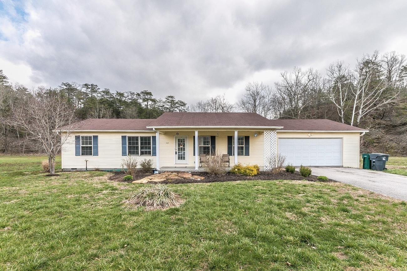 Home For Sale at 1 Peggy Flats Rd, Berea, KY 40403