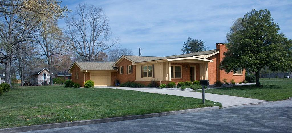 Home For Sale at 130 Circle Dr, Berea, KY 40403