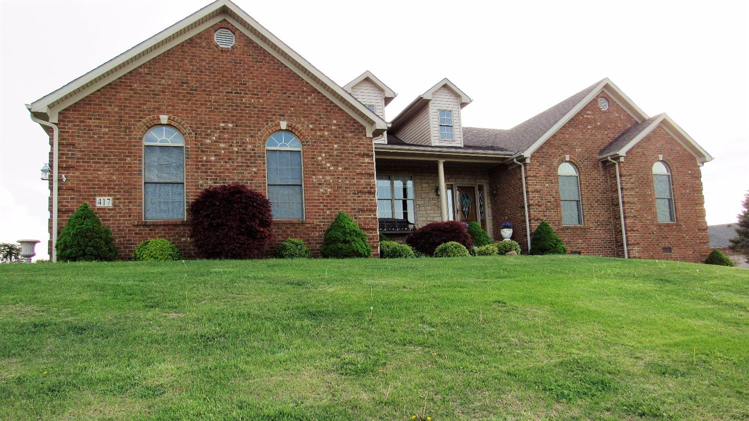 Home For Sale at 256 River Run Dr, Richmond, KY 40475