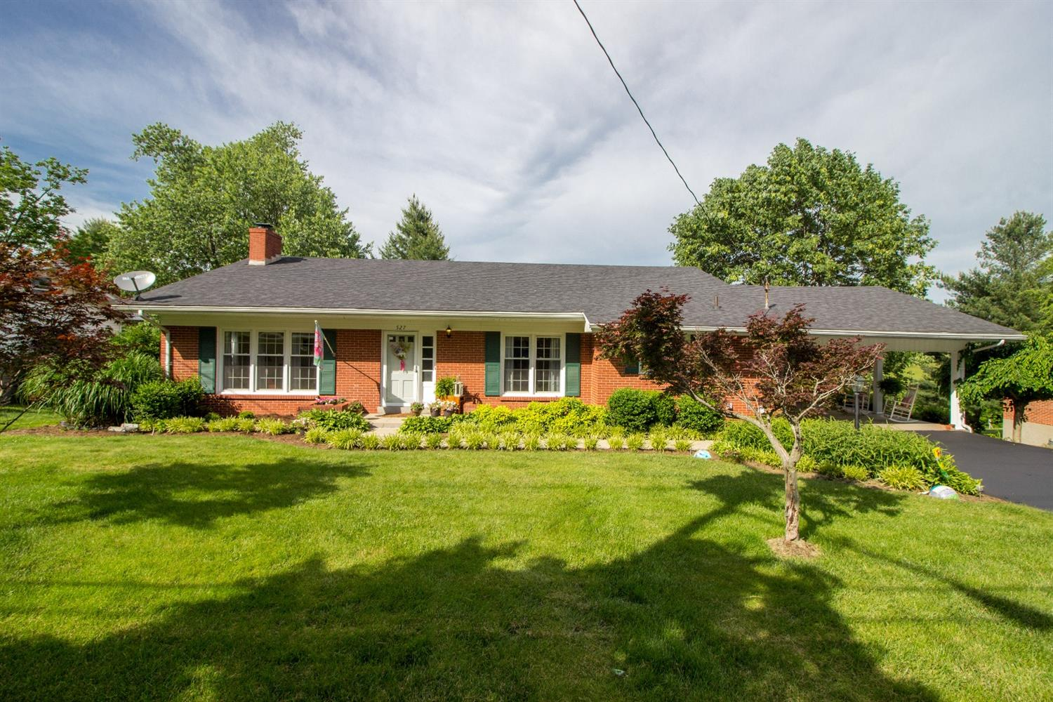 Featuring%20527%20Dogwood%20Drive!%20%20Meticulously%20maintained,%20recently%20renovated%20kitchen%20and%20within%20walking%20distance%20to%20all%20that%20historic%20Danville%20has%20to%20offer!%20%20This%20home%20features%204%20bedrooms,%202%201/2%20baths%20and%20a%20backyard%20entertaining%20area%20that%20your%20friends%20will%20be%20envious%20of!
