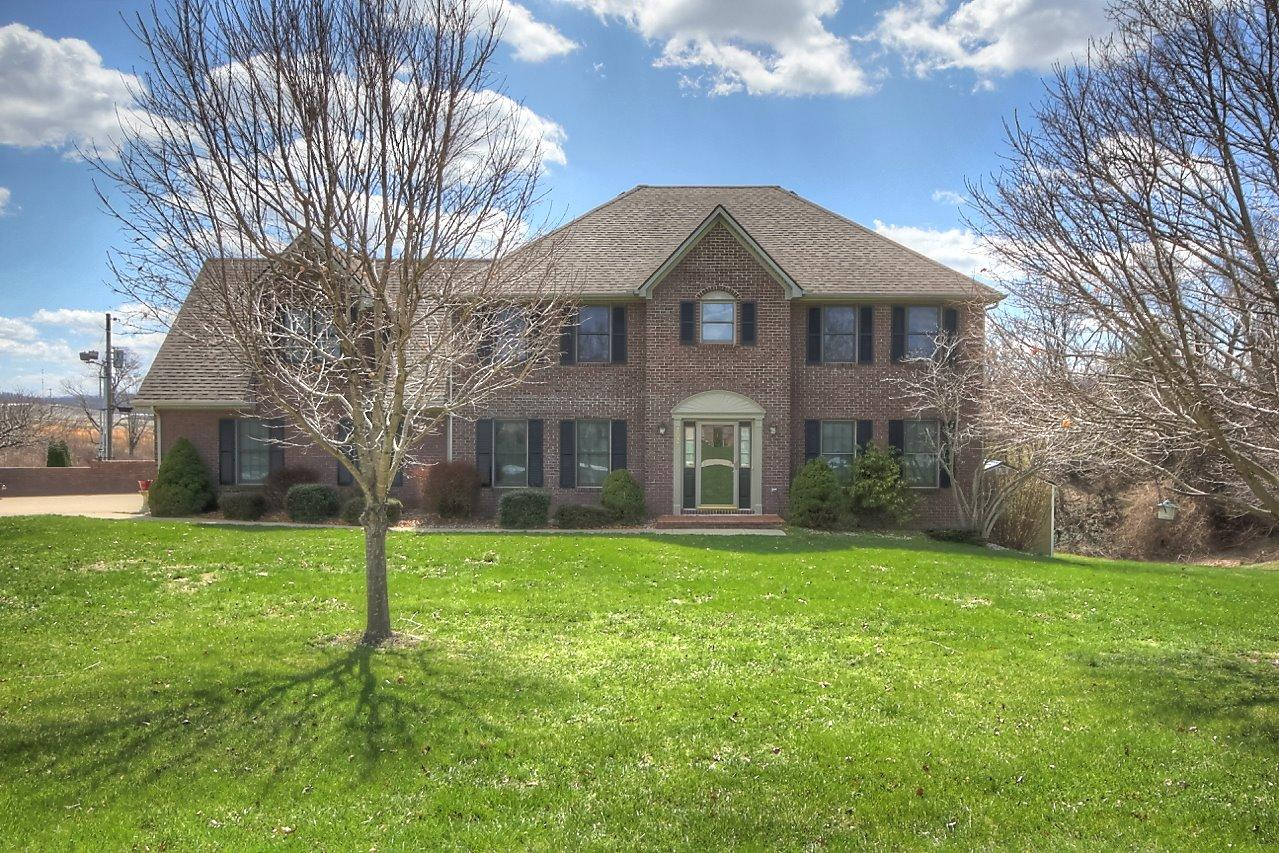 Home For Sale at 376 Opossum Kingdom Rd, Berea, KY 40403