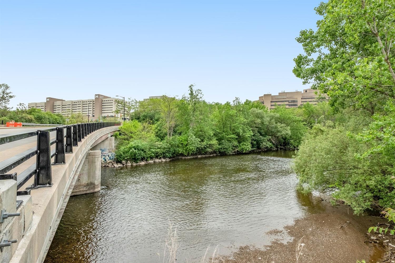 1050 Wall, Ann Arbor, MI 48105 27