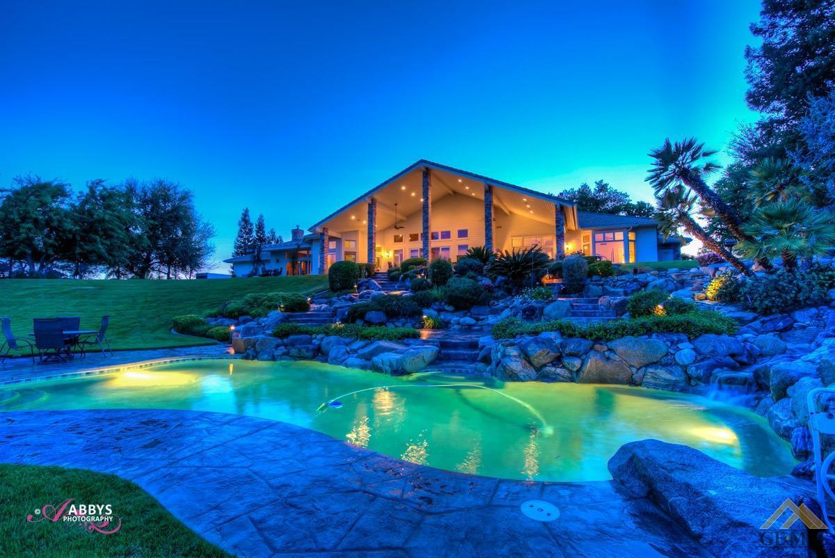 Photo of 5743 Vista Del Rio Court, Bakersfield, CA 93308