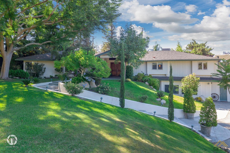 Photo of 3517 Brae Burn Drive, Bakersfield, CA 93306